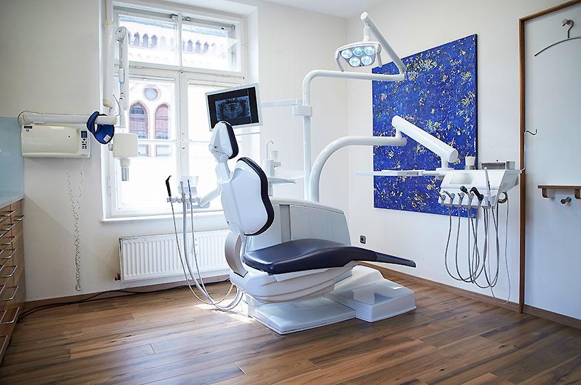 Behandlungszimmer mit Zahnarztstuhl - Galosi, Pfaffenhofen Ilm